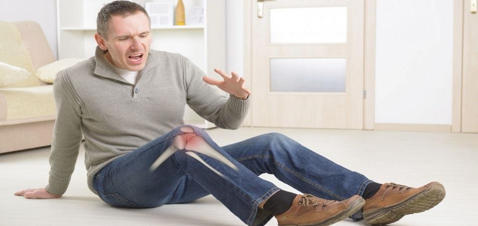 Колено опухло и болит причины что делать первая помощь и лечение